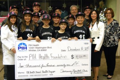 Samurai Baseball Club of Fullerton presenting check